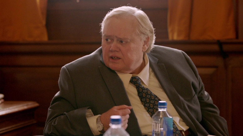 Louie Anderson Drinks Fiji Water in Search Party S03E07 TV Series