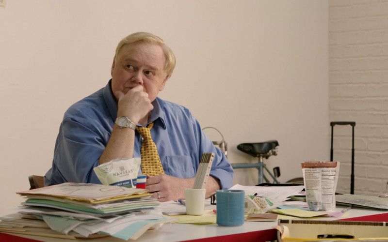 Louie Anderson Eating Navitas Organics Power Snacks Blueberry Hemp in Search Party Season 3 TV Show (2)