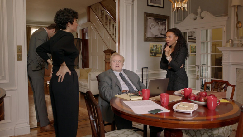 Louie Anderson Using Apple MacBook Pro Laptop in Search Party Season 3 TV Show (2)
