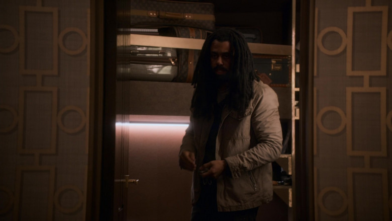Louis Vuitton Luggage and Bags in Snowpiercer S01E04 TV Show (2)