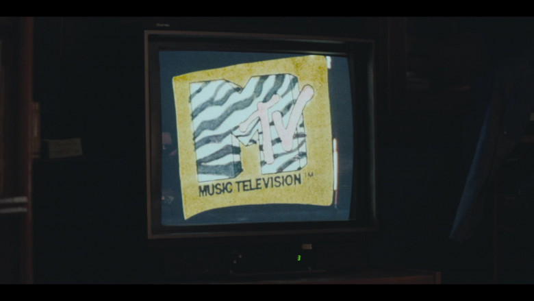 MTV TV Channel in I Know This Much Is True S01E06 (2)