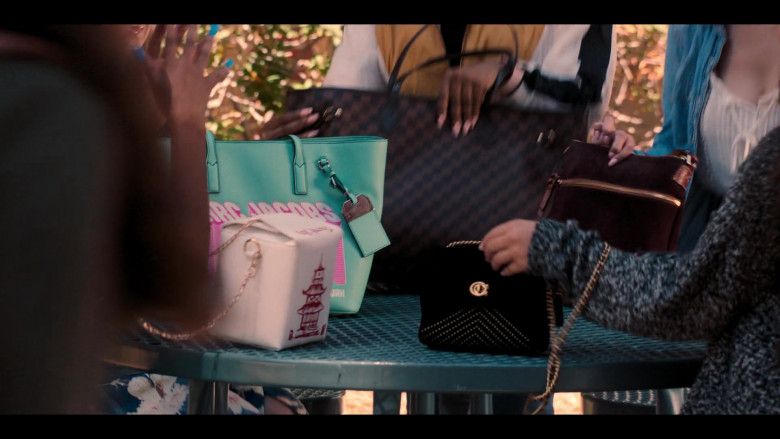 Marc Jacobs Green Handbag in Love, Victor S01E01 Welcome to Creekwood (2020)