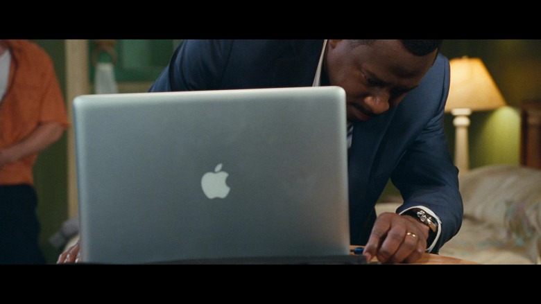Martin Lawrence Using Apple MacBook Pro Laptop in Big Mommas Like Father, Like Son Movie (1)