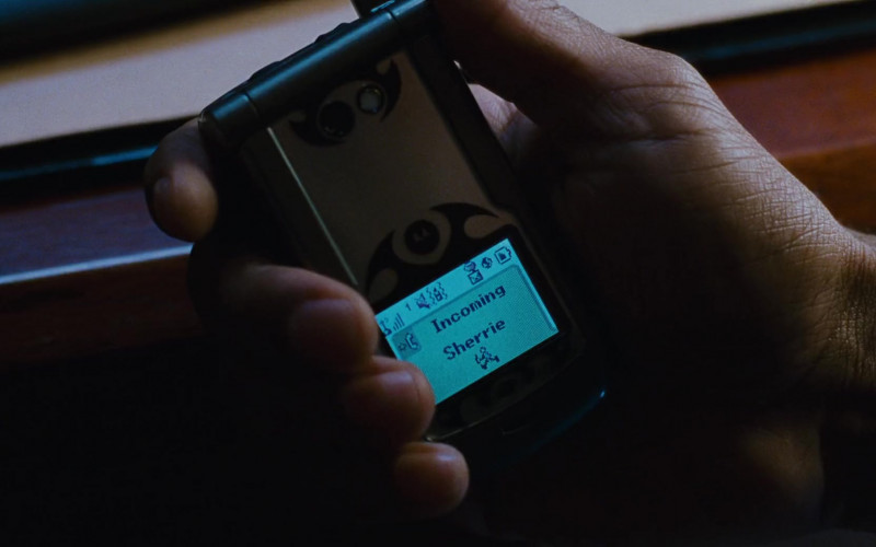 Martin Lawrence Using Motorola Cell Phone in Big Momma's House 2 (2006) Movie