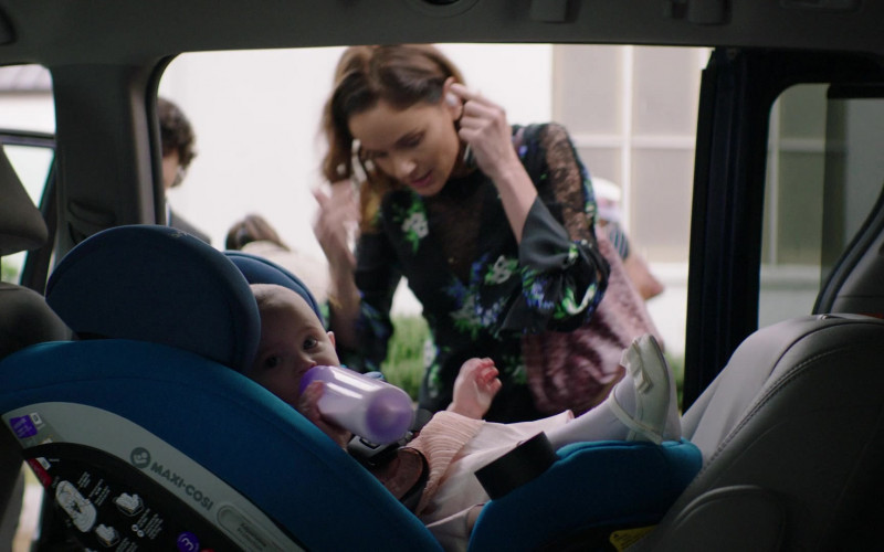 Maxi-Cosi Car Seat in Council of Dads S01E07 The Best-Laid Plans (2020)