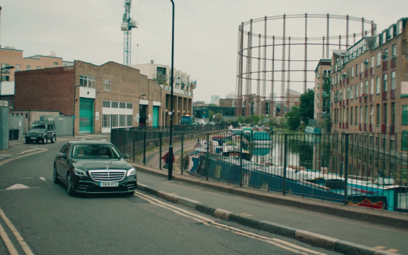 Mercedes-Benz S-Class Car in Alex Rider S01E01 (1)