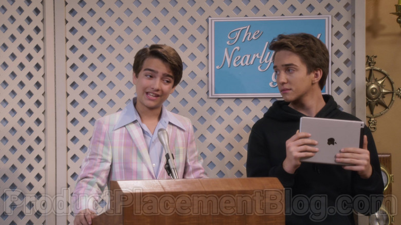 Michael Campion as Jackson Holding Apple iPad Tablet in Fuller House S05E16 TV Show (3)