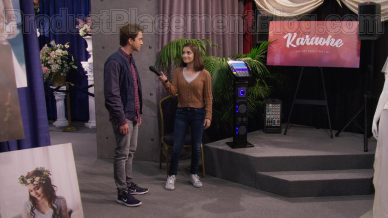 Michael Campion as Jackson Wearing Nike Lunar Skyelux Running Shoes in Fuller House S05E11 TV Series (2)