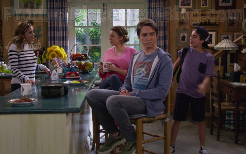 Michael Campion as Jackson Wearing Vans Old Skool Vintage Green Shoes in Fuller House S05E14 TV Show (1)