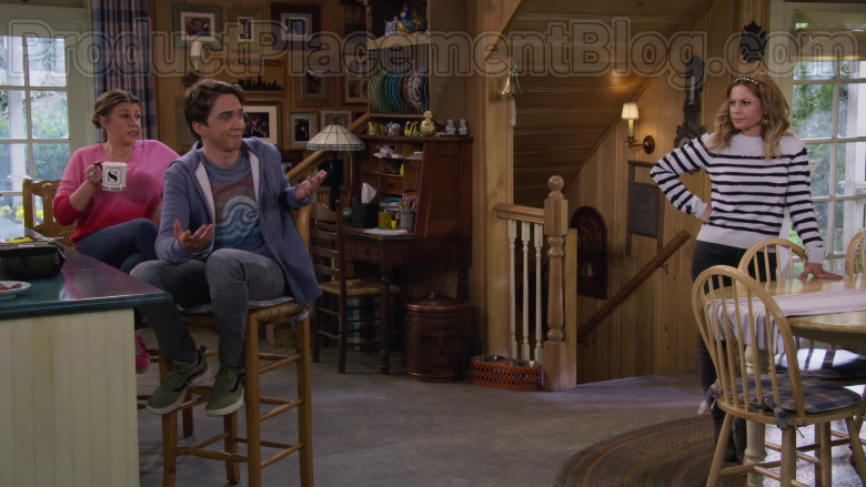Michael Campion as Jackson Wearing Vans Old Skool Vintage Green Shoes in Fuller House S05E14 TV Show (3)
