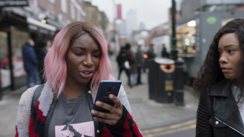 Michaela Coel as Arabella Using Samsung Galaxy Mobile Phone in I May Destroy You S01E02 TV Show