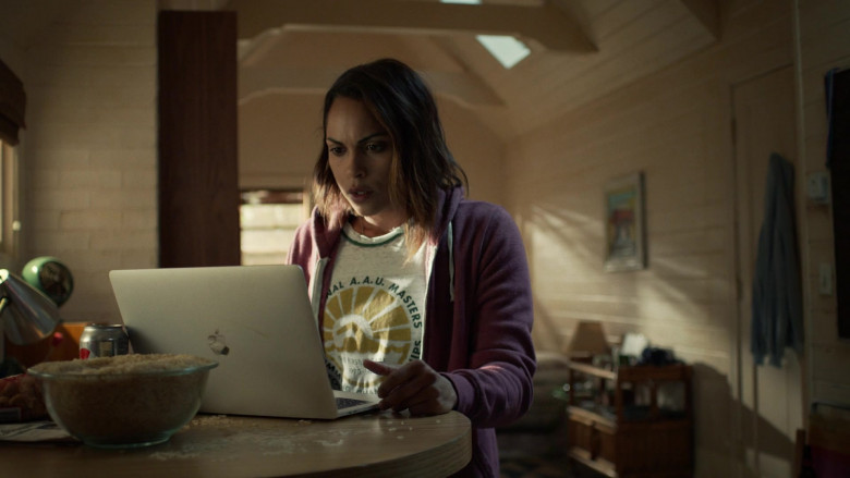 Monica Raymund as Jackie Using Apple MacBook Pro Notebook in Hightown Season 1 TV Show (1)