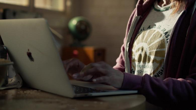 Monica Raymund as Jackie Using Apple MacBook Pro Notebook in Hightown Season 1 TV Show (2)