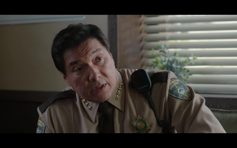 Motorola Radio of Benito Martinez as Sheriff Diaz in 13 Reasons Why S04E07