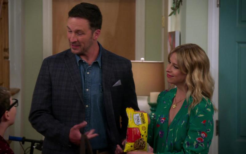 Nestle Toll House Semi-sweet Chocolate Morsels Enjoyed by Jolie Jenkins in Alexa & Katie S04E03 (2)