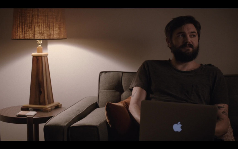 Nick Thune Using Apple MacBook Laptop in Love Life S01E06 Love Life HBO Max TV Series (1)