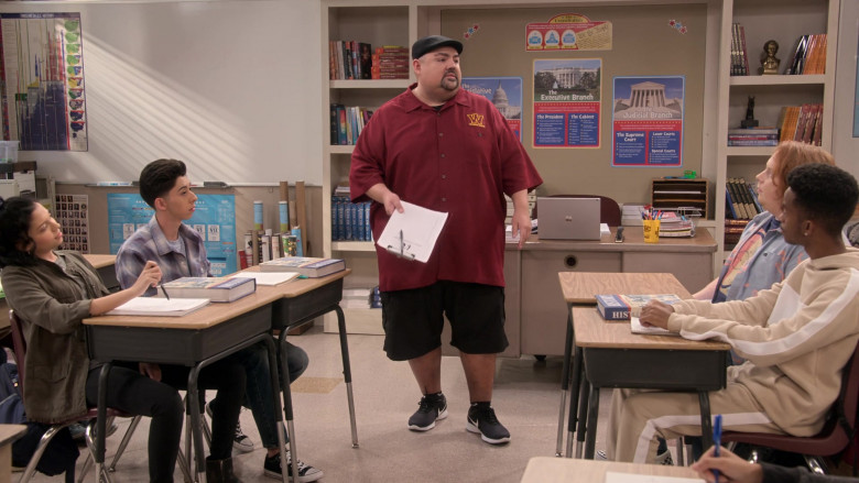 Nike Black Shoes Worn by Gabriel Iglesias in Mr. Iglesias S02E02 Taming the Carlos (1)