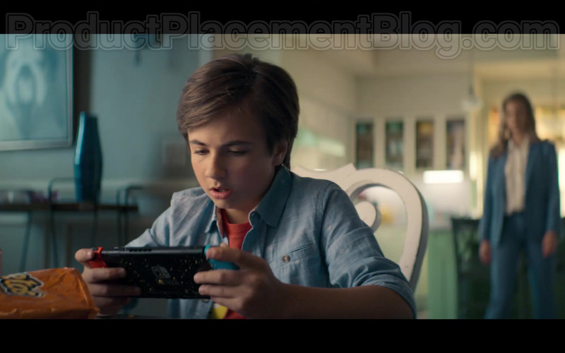 Nintendo Switch Video Game Console in Stargirl S01E03 Icicle (2020)