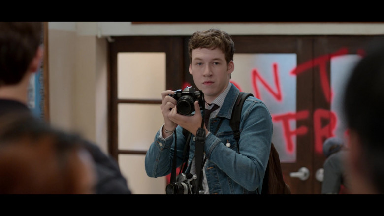 Olympus Camera of Devin Druid as Tyler in 13 Reasons Why S04E02 College Tour (2020)