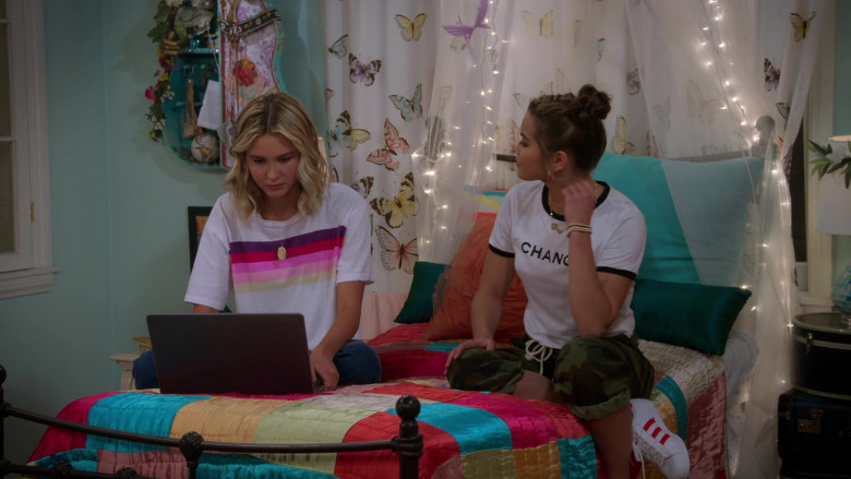 Paris Berelc Wears White Tee, Camo Pants Outfit and Adidas Sneakers in Alexa & Katie S04E08 TV Show (3)