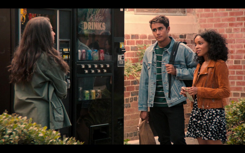 Pepsi, Coca-Cola and Sprite in Love, Victor S01E01 Welcome to Creekwood (2020)