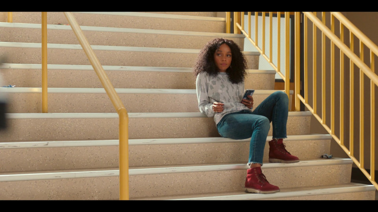 Rachel Naomi Hilson as Mia Wears Printed Sweatshirt, Blue Jeans Outfit, and Timberland Kenniston Boots in Love, Victor (2)