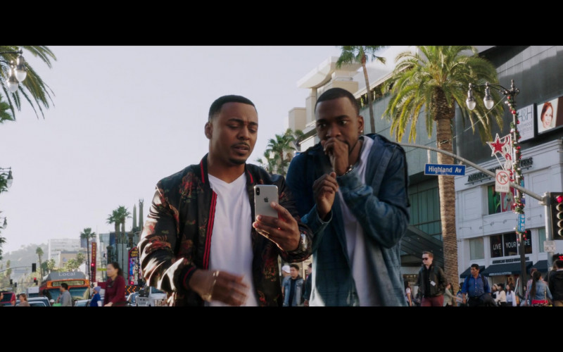 RonReaco Lee Using Apple iPhone Smartphone in 2 Minutes of Fame Film