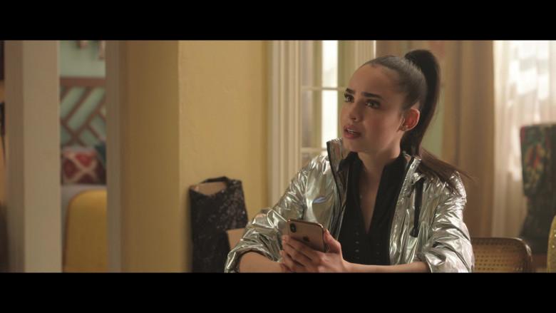 Sofia Carson Using Apple iPhone Smartphone in Feel the Beat 2020 Film (1)