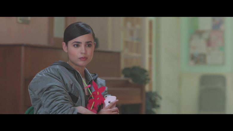 Sofia Carson Using Apple iPhone Smartphone in Feel the Beat 2020 Film (3)