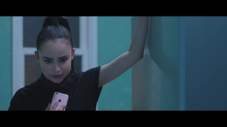 Sofia Carson Using Apple iPhone Smartphone in Feel the Beat 2020 Film (6)