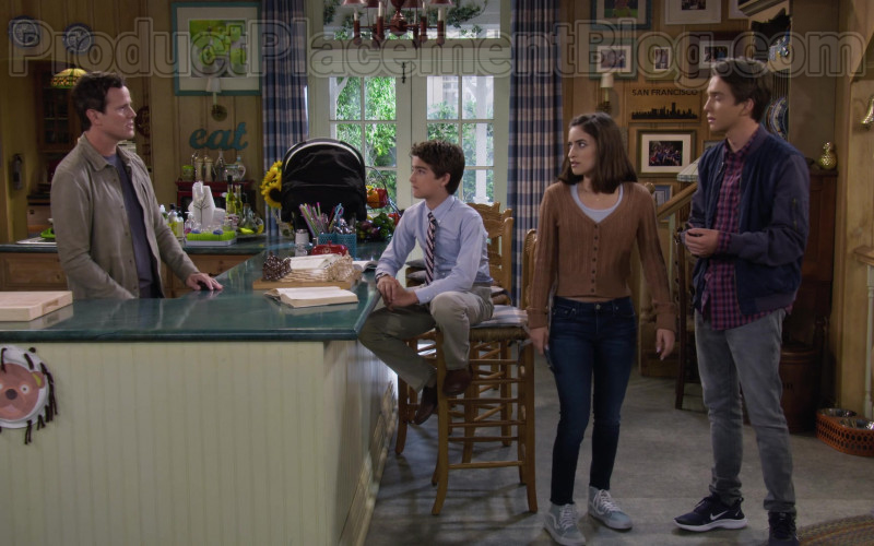 Soni Nicole Bringas as Ramona Gibbler Wearing Vans Shoes Outfit in Fuller House S05E11 TV Show