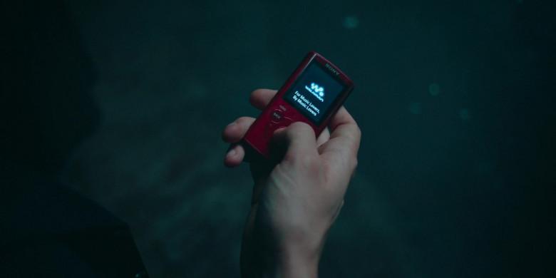 Sony Walkman Portable Media Player in Alex Rider S01E03 (2020)