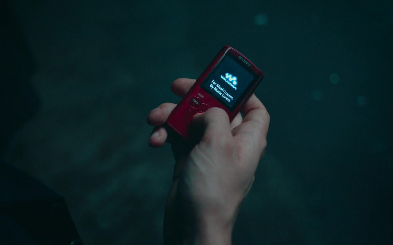 Sony Walkman Portable Media Player in Alex Rider S01E03 (2020)