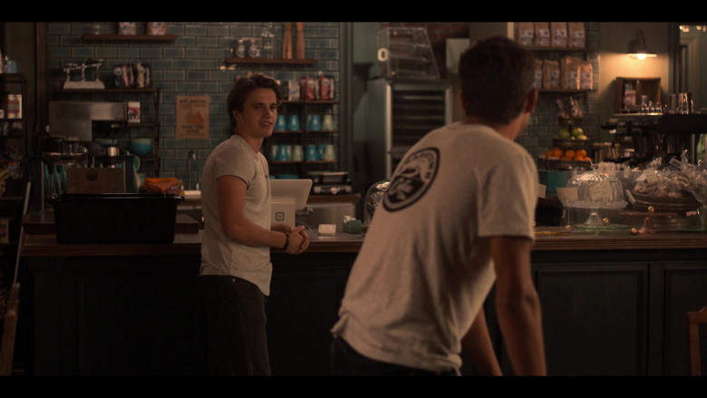Square Stand iPad POS System in Love, Victor S01E03 Battle of the Bands (2)