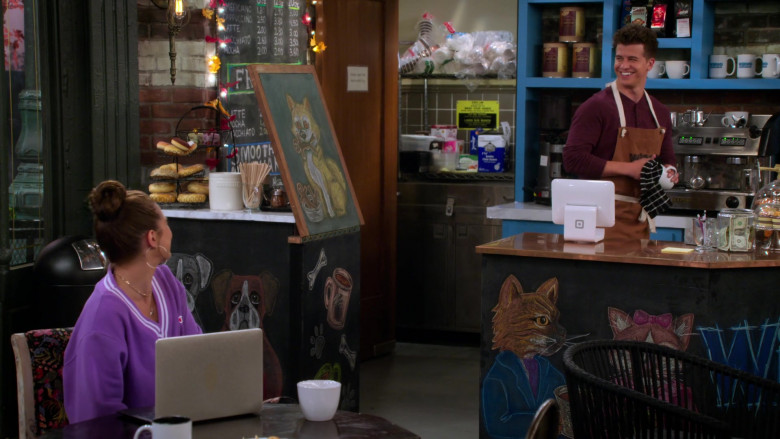 Square Stand in Alexa & Katie S04E04 TV Show by Netflix (2)
