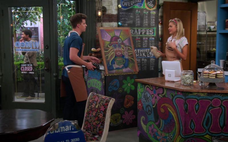 Square Stand in Alexa & Katie S04E07 Last Dance (1)