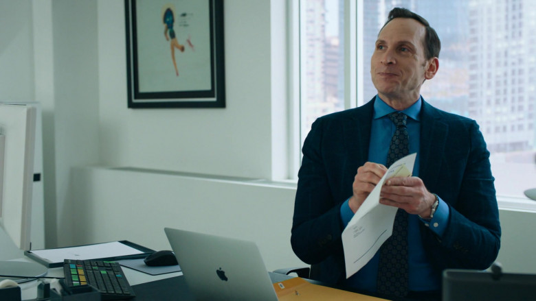 Stephen Kunken as Ari Spyros Using Apple MacBook Laptop in Billions S05E06 TV Series (4)