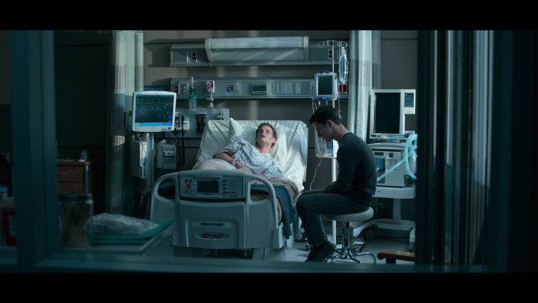 Stryker Medical Bed in 13 Reasons Why S04E10 TV Show by Netflix (1)