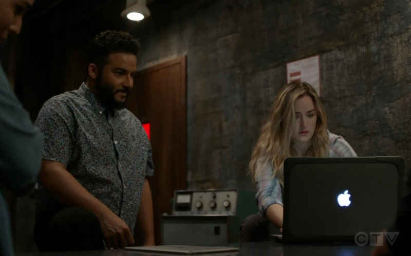 TV Series Actors Using MacBook Laptop by Apple in Blindspot S05E04