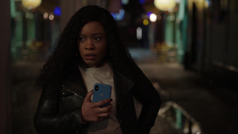 TV Show Actors Using Apple iPhone Smartphones in I May Destroy You S01E02 TV Series (4)