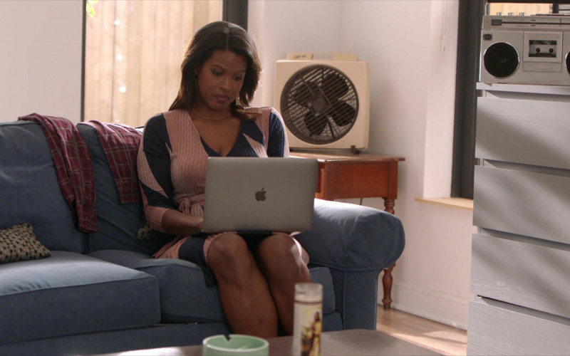 TV Show Actress Using Apple MacBook Laptop in The Last O.G. S03E10 (1)