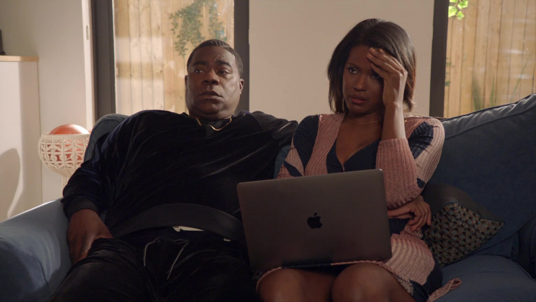 TV Show Actress Using Apple MacBook Laptop in The Last O.G. S03E10 (3)
