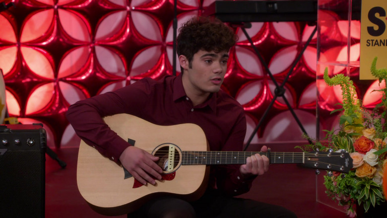 Taylor Guitar of Emery Kelly as Dylan in Alexa & Katie S04E05