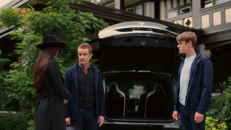 Tesla Model X Black Car in The Order S02E06 (2)