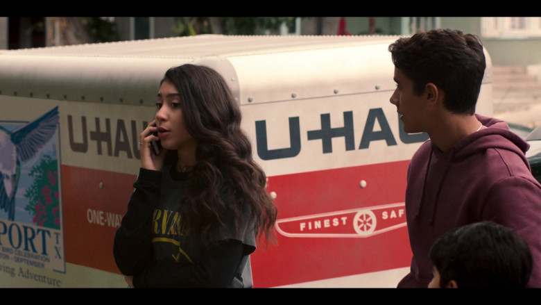 U-Haul Trailer in Love, Victor S01E01 Welcome to Creekwood (3)