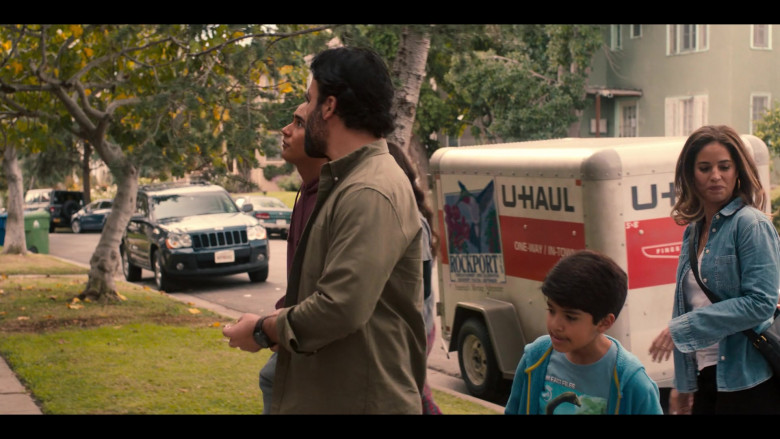 U-Haul Trailer in Love, Victor S01E01 Welcome to Creekwood (4)