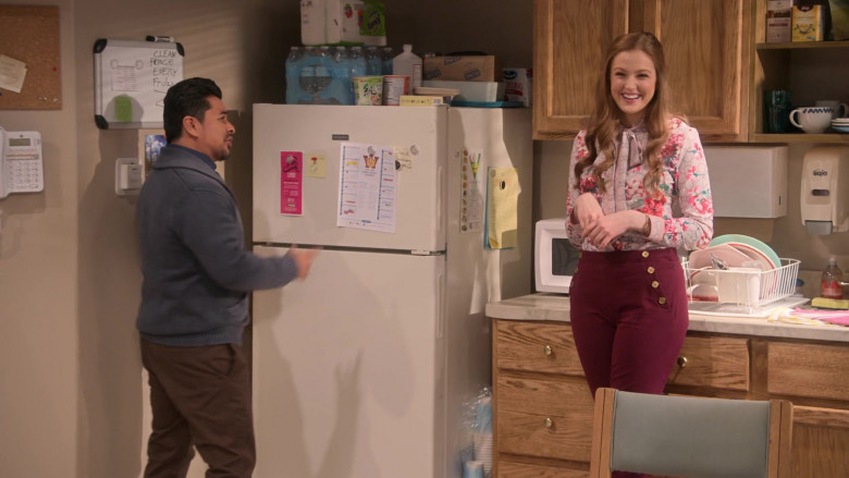 Uline Box and Bounty Towels in Mr. Iglesias S02E01 True Calling (2020)