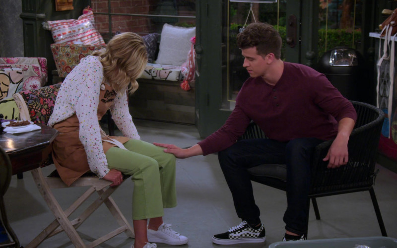 Vans Checkerboard Old Skool Skate Shoes Men's Outfit in Alexa & Katie S04E04 TV Show