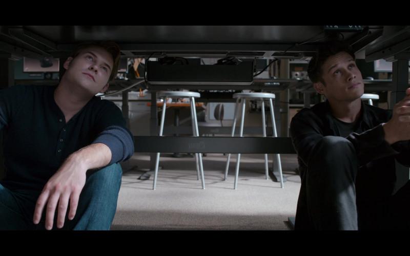 Varidesk in 13 Reasons Why S04E06 TV Show (1)