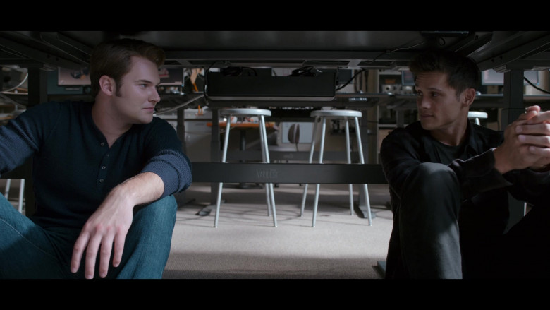 Varidesk in 13 Reasons Why S04E06 TV Show (2)